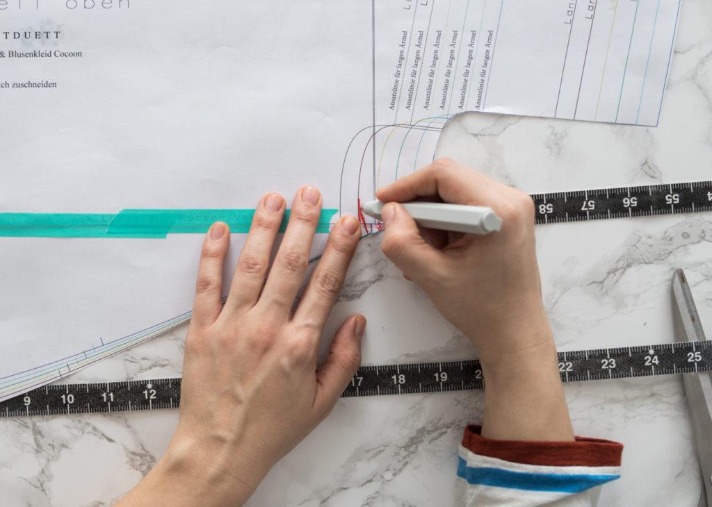 Schnittmuster Bluse nähen und Blusenschnittmuster anpassen - Schnittduett Schnittmuster Oversize Bluse Cocoon Nähanleitung - Wir bieten moderne Schnittmuster für Damen