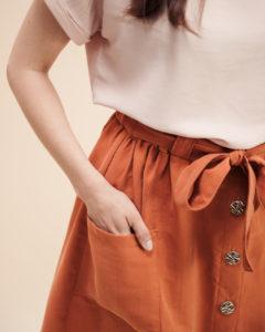 Schnittmuster Rock Bloom aus Lyocell mit Knopfleiste, aufgesetzten Taschen und Bindeband nähen - Detailbild Tasche - Schnittduett