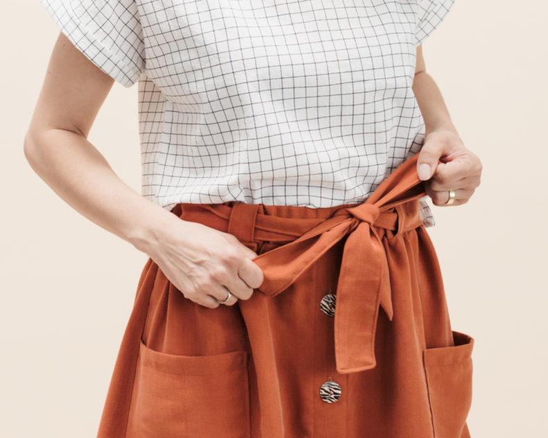 Schnittmuster Rock Bloom aus Lyocell mit Knopfleiste, aufgesetzten Taschen und Bindeband - Detailbild Gürtel